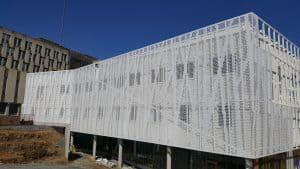 Double-façade avec bardage en aluminium