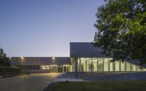 Photo du bâtiment UFR STAPS de Nantes au crépuscule