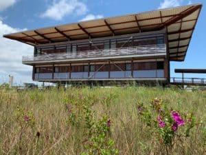 Photo du bâtiment du CNES de Kourou réalisé sur les dessins et mesures des Ateliers David
