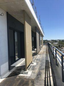 Vue depuis les balcons du nouveau siège TGS FRANCE habillé de brises-soleil conçus et posés par les Ateliers David