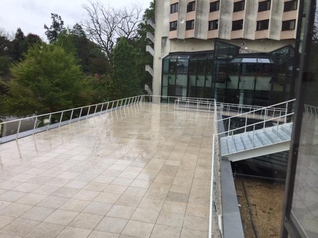 Vue depuis une terrasse du Centre de Congrès d'Angers que les Ateliers David ont participé à réhabiliter