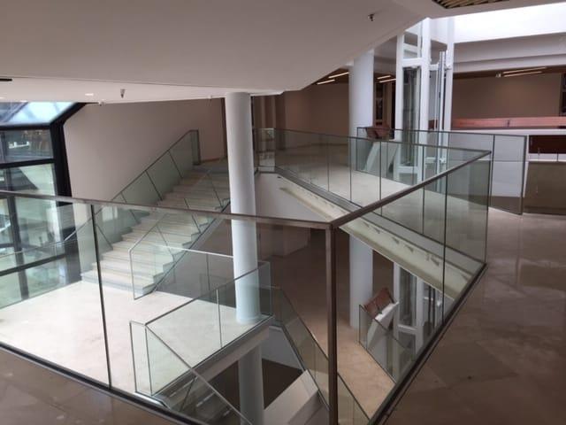 Vue depuis l'intérieur du Centre de Congrès d'Angers que les Ateliers David ont participé à réhabiliter