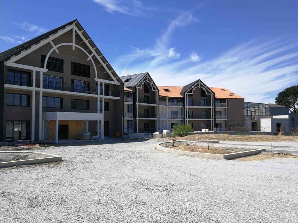 Vue d'ensemble du complexe hôtelier Westotel Pornic dont la métallerie a été réalisée par les Ateliers David
