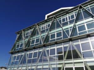 Détails des brises-soleil conçus et posés par les Ateliers David sur le bâtiment Berkeley à Rennes