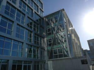 Détails des brises-soleil posé sur le bâtiment Berkeley par les Ateliers David à Rennes