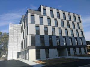 Façade du bâtiment Saint Seb 2 habillée d'un bardage couleur métal